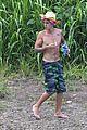 Bieber-towel justin bieber shirtless in hawaii 03