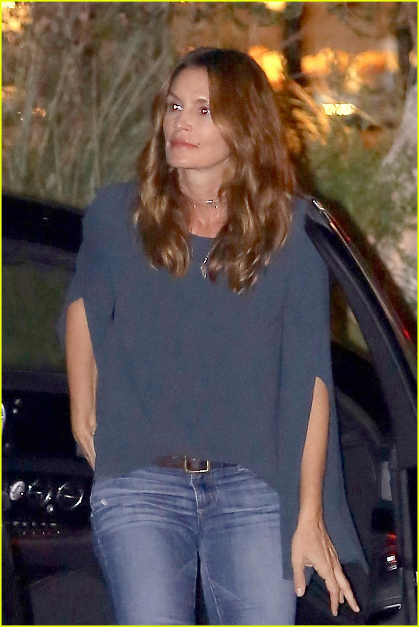 cindy crawford kaia gerber step out for family dinner 01
