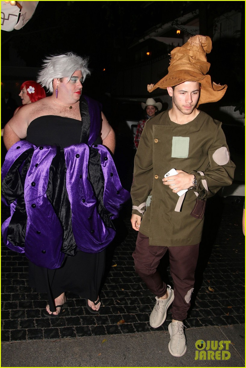 nick jonas scarecrow costume 2016 halloween 02