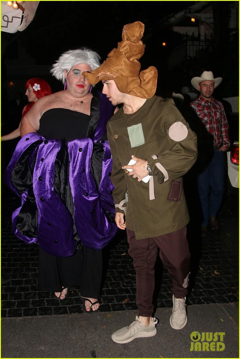 nick jonas scarecrow costume 2016 halloween 06