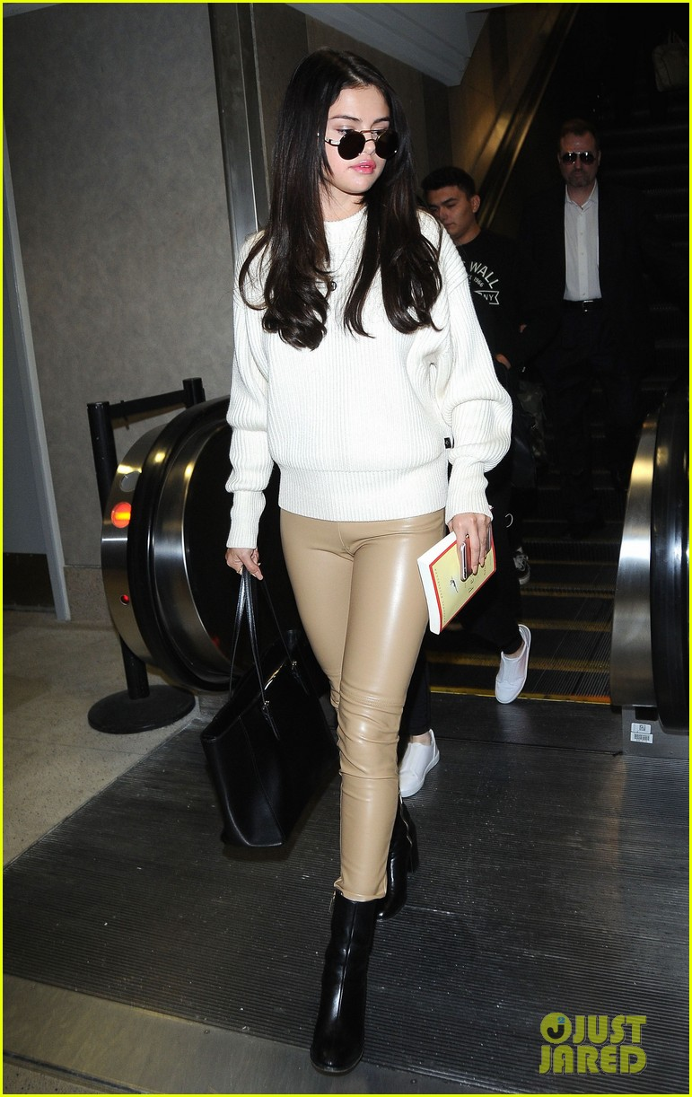selena gomez arrives lax airport 01