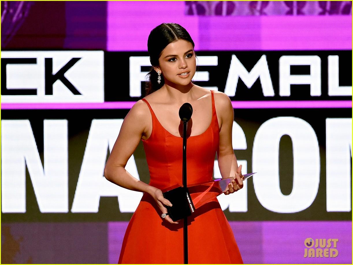 selena gomez amas acceptance speech 01