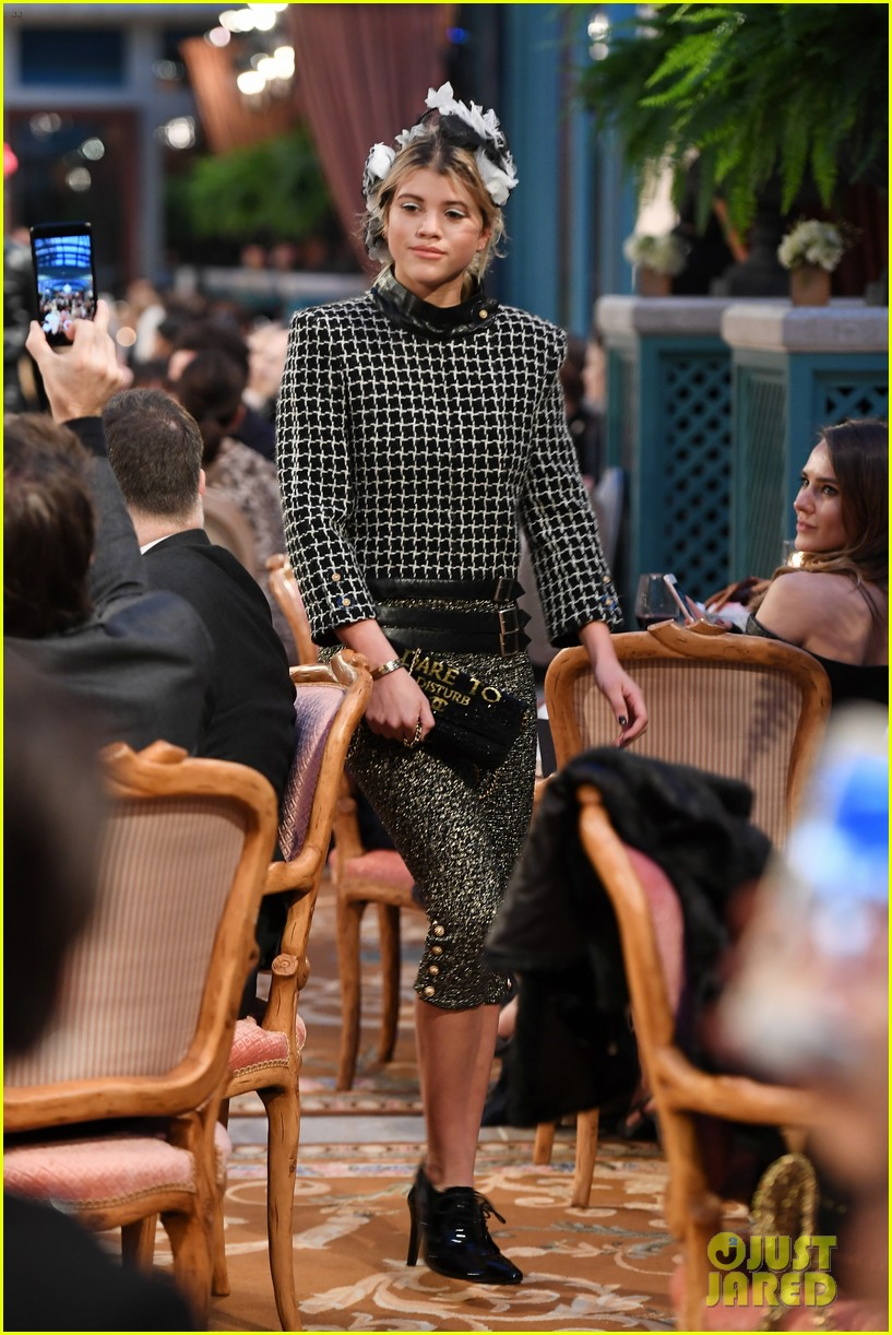 cara delevingne returns to chanel runway with lily rose depp 04