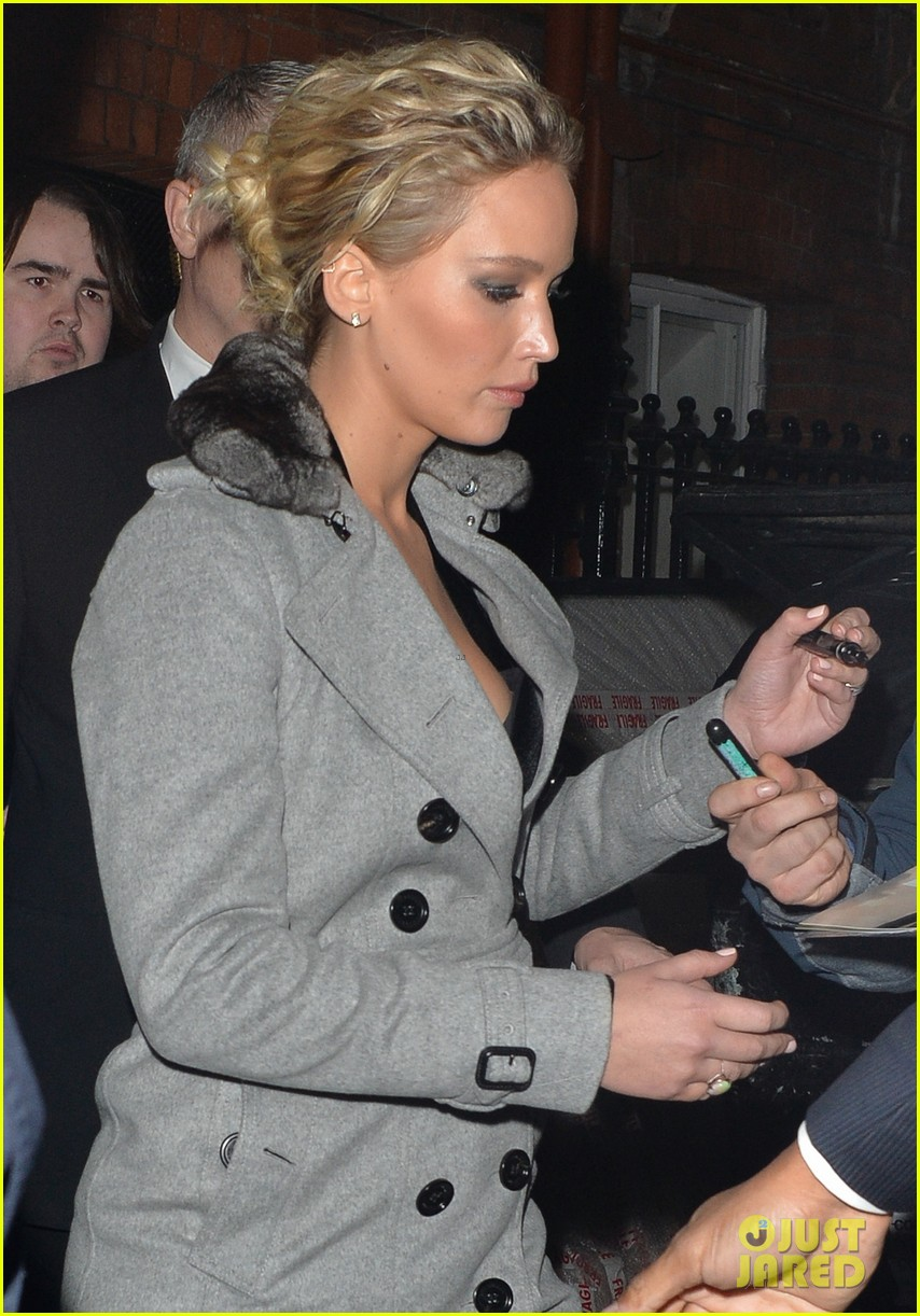jennifer lawrence steps out in london after chris pratt pranks her even more 02