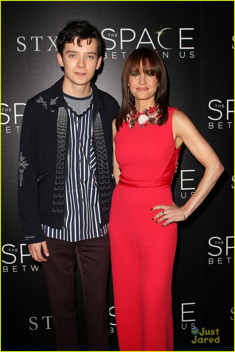 asa butterfield space between ankle weights nyc premiere 03