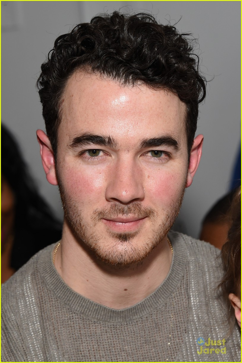 kevin jonas alena rose first fashion show 03