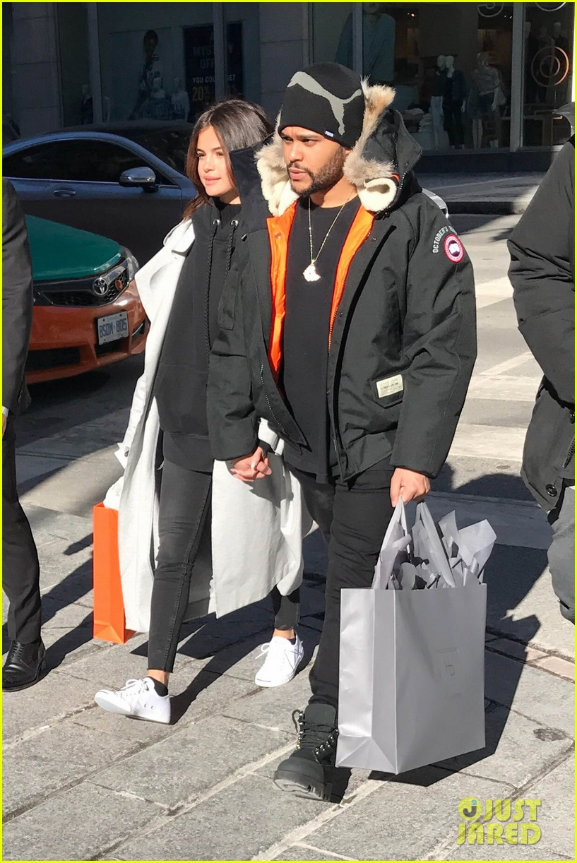 selena gomez the weeknd hold hands shopping toronto 02
