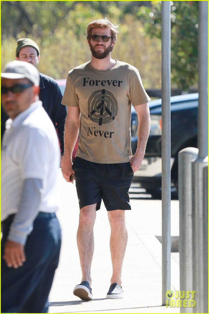 miley cyrus joins liam hemsworth for a surf sesh 03