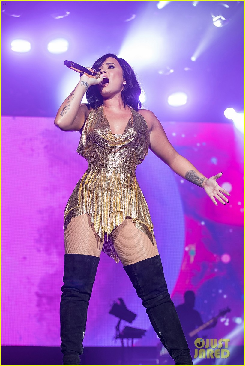 demi lovato performs at beautykind concert for causes in texas 05