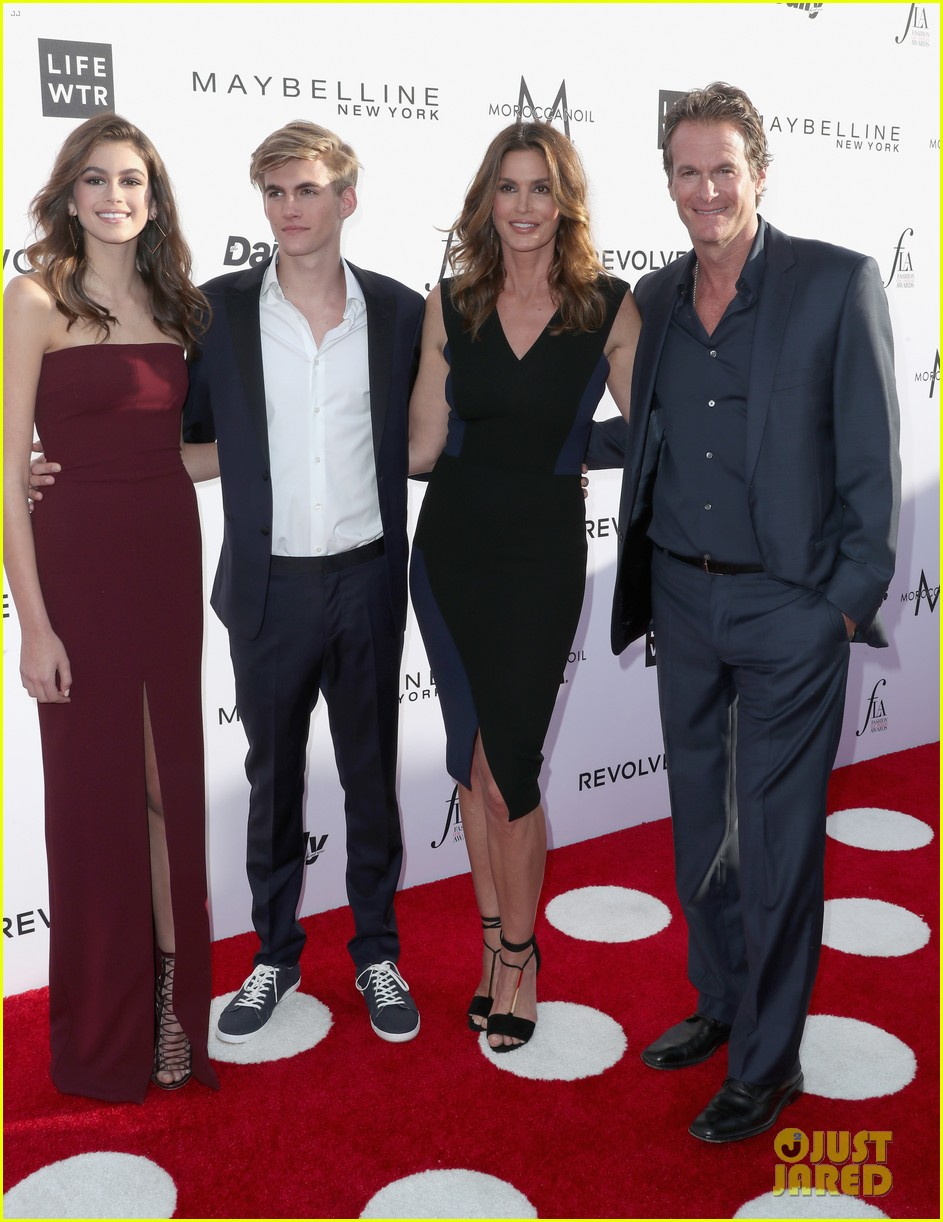 Full Sized Photo of cindy crawford family support presley ...
