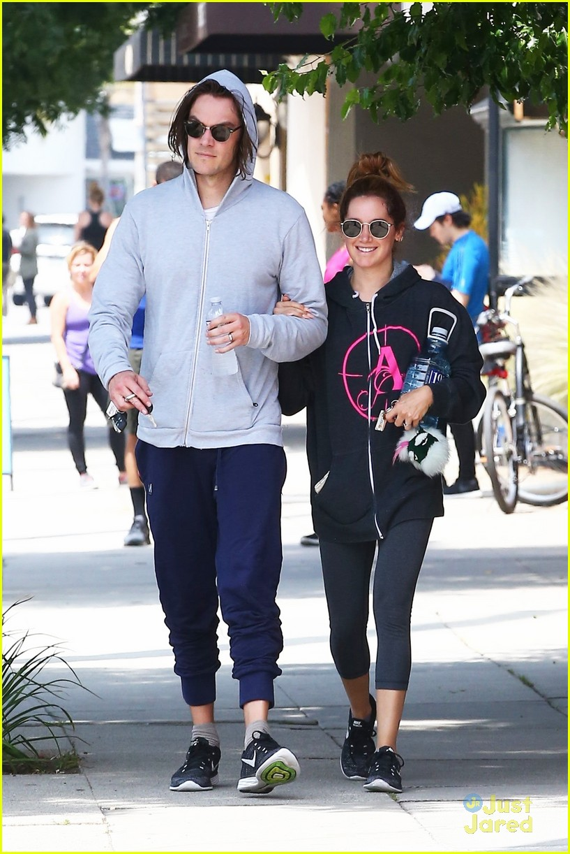 ashley tisdale chris french annie hoodie gym 05