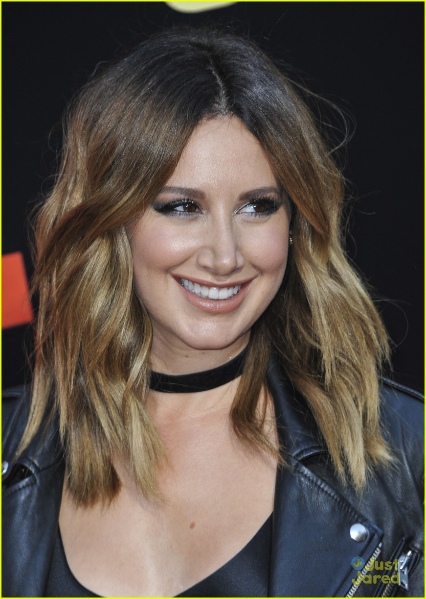 ashley tisdale lashes launch snatched premiere 03