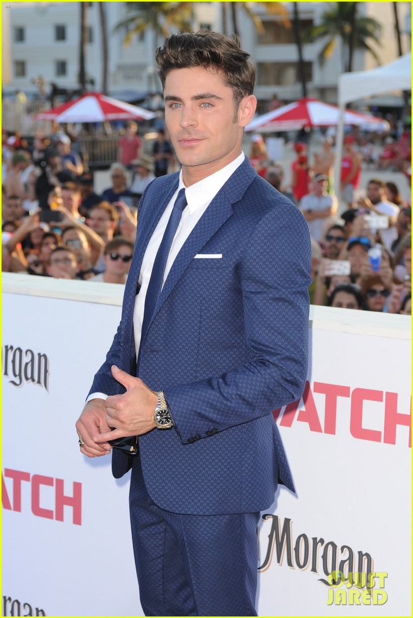 zac efron suits up for the baywatch premiere in miami01