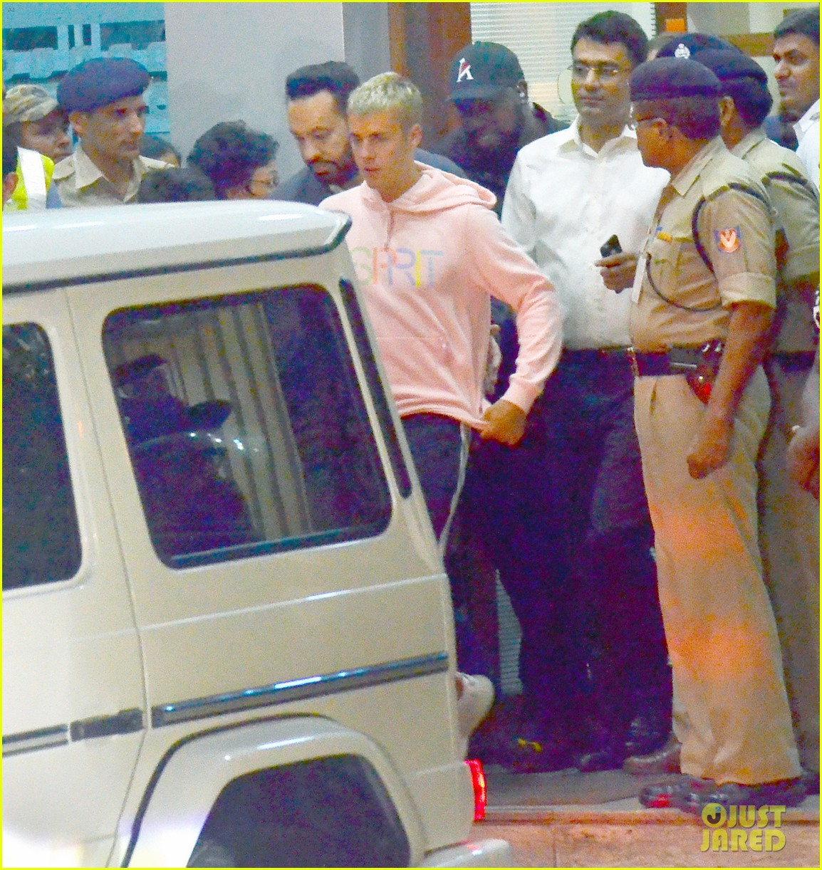 justin bieber arrives for first concert in india01