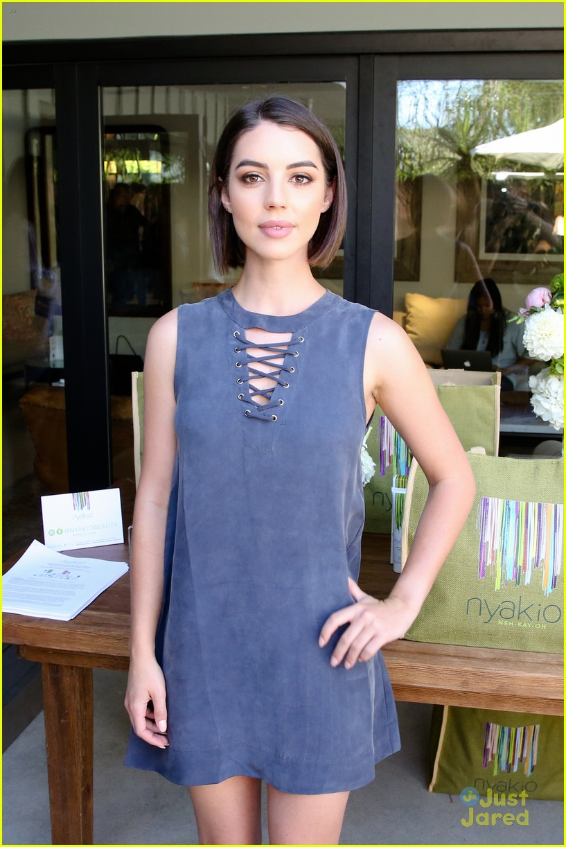 adelaide kane munch historical show philantrophy party 02