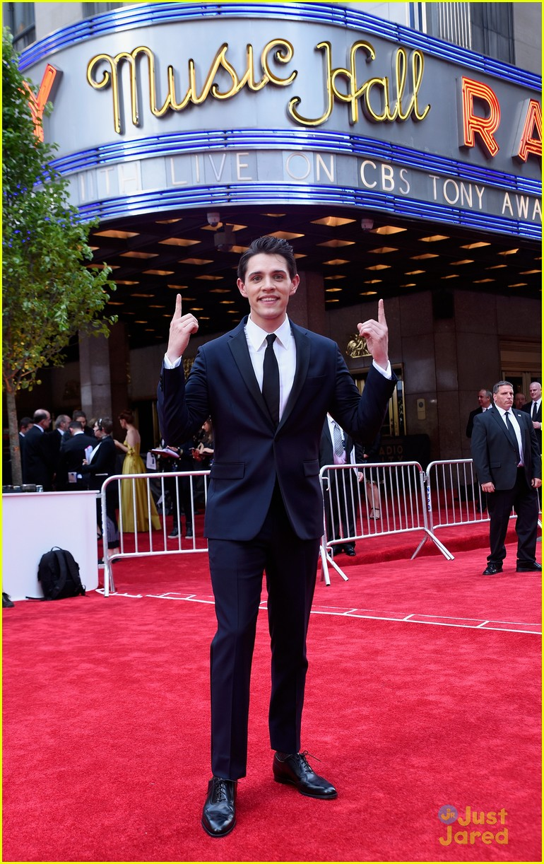 casey cott supports his brother at tony awards ben platt wins best actor 05