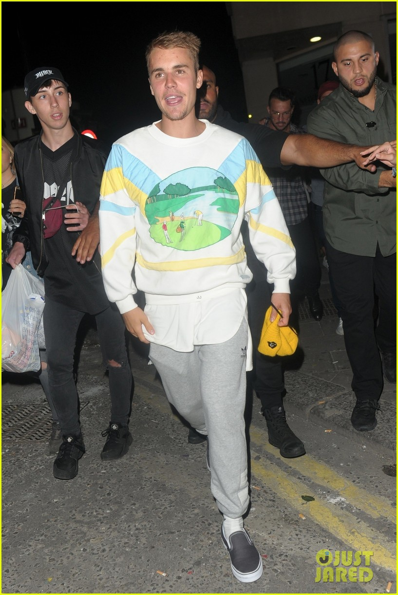 justin bieber hits the town for a night out01
