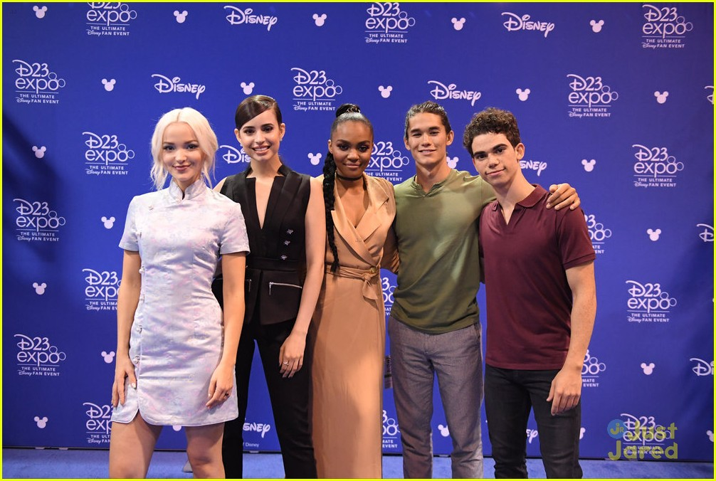 descendants new trailer d23 expo talent pics 01