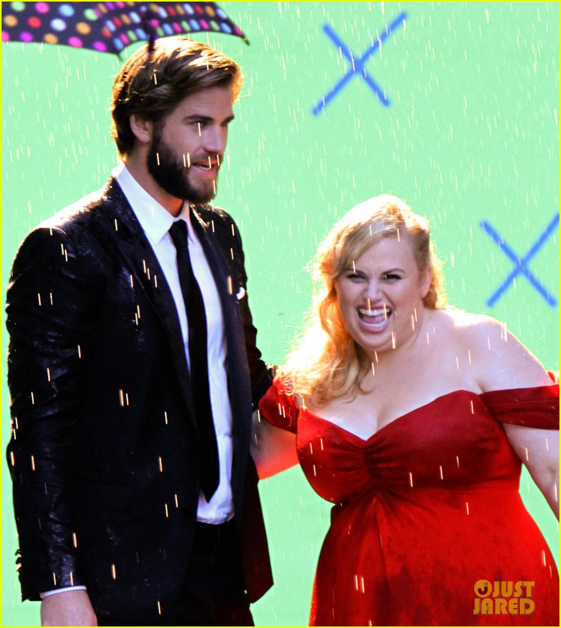 liam hemsworth dips kisses rebel wilson for new movie 02