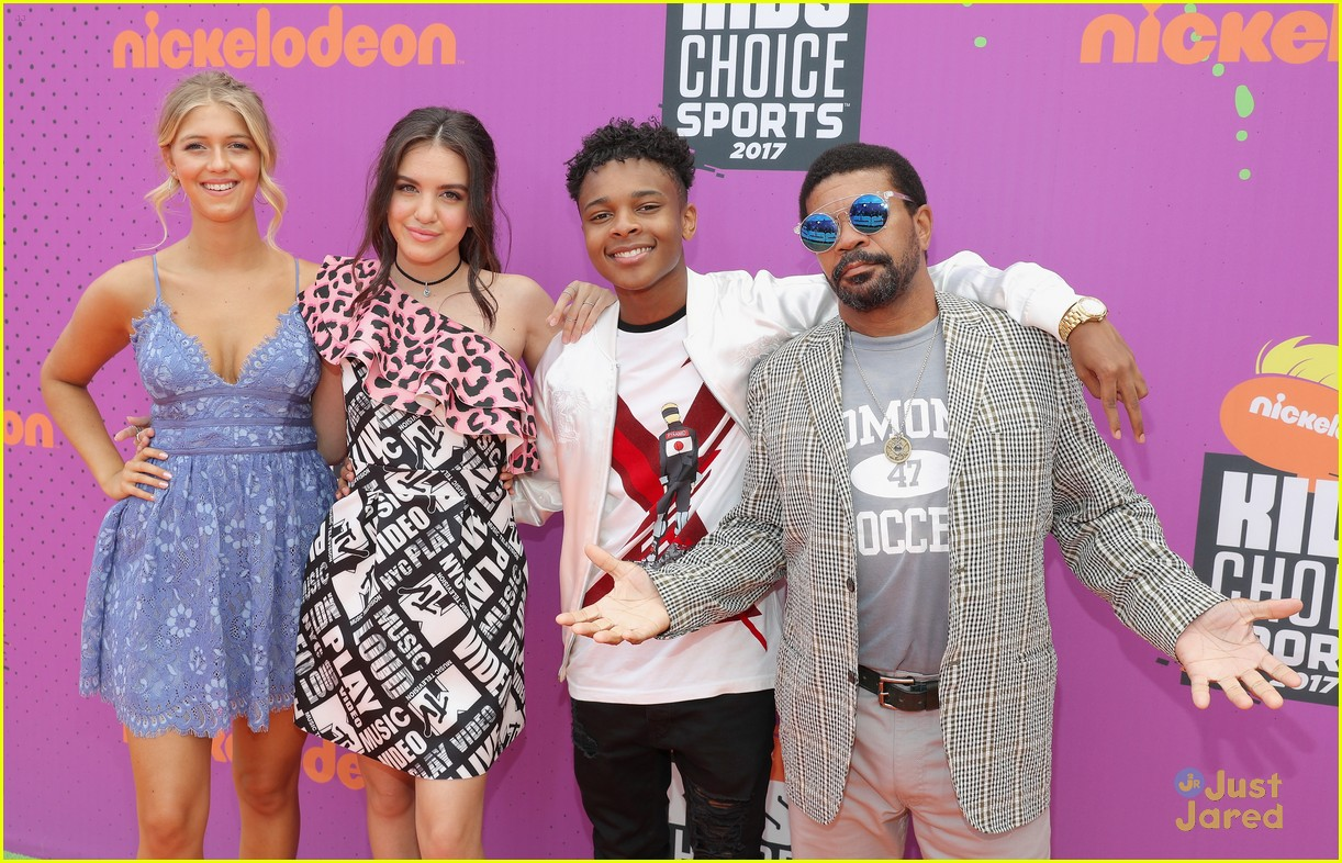 Lilimar Amp Her Knight Squad Co Stars Make First Cast Appearance At Nick S Kids Choice Sports