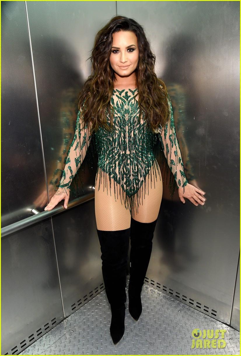 demi lovato rocks green bodysuit for performance in vegas 03