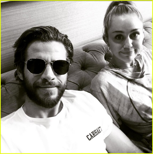 miley cyrus liam hemsworth cute pic 01