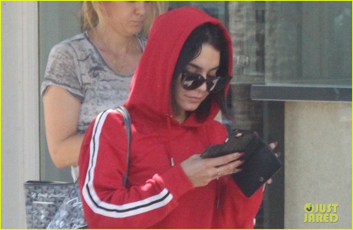 vanessa hugens hits the gym in track suit 04