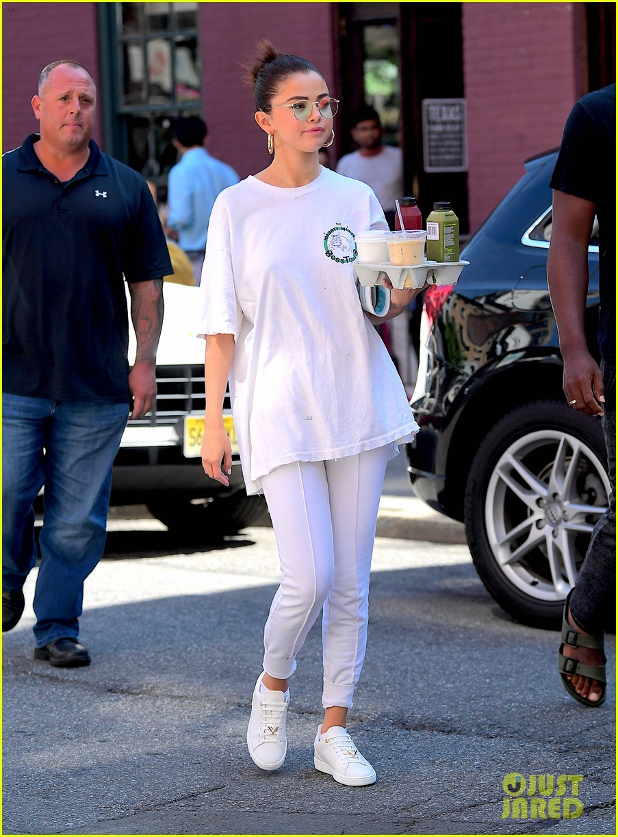 selena gomez wears all white on labor day 04