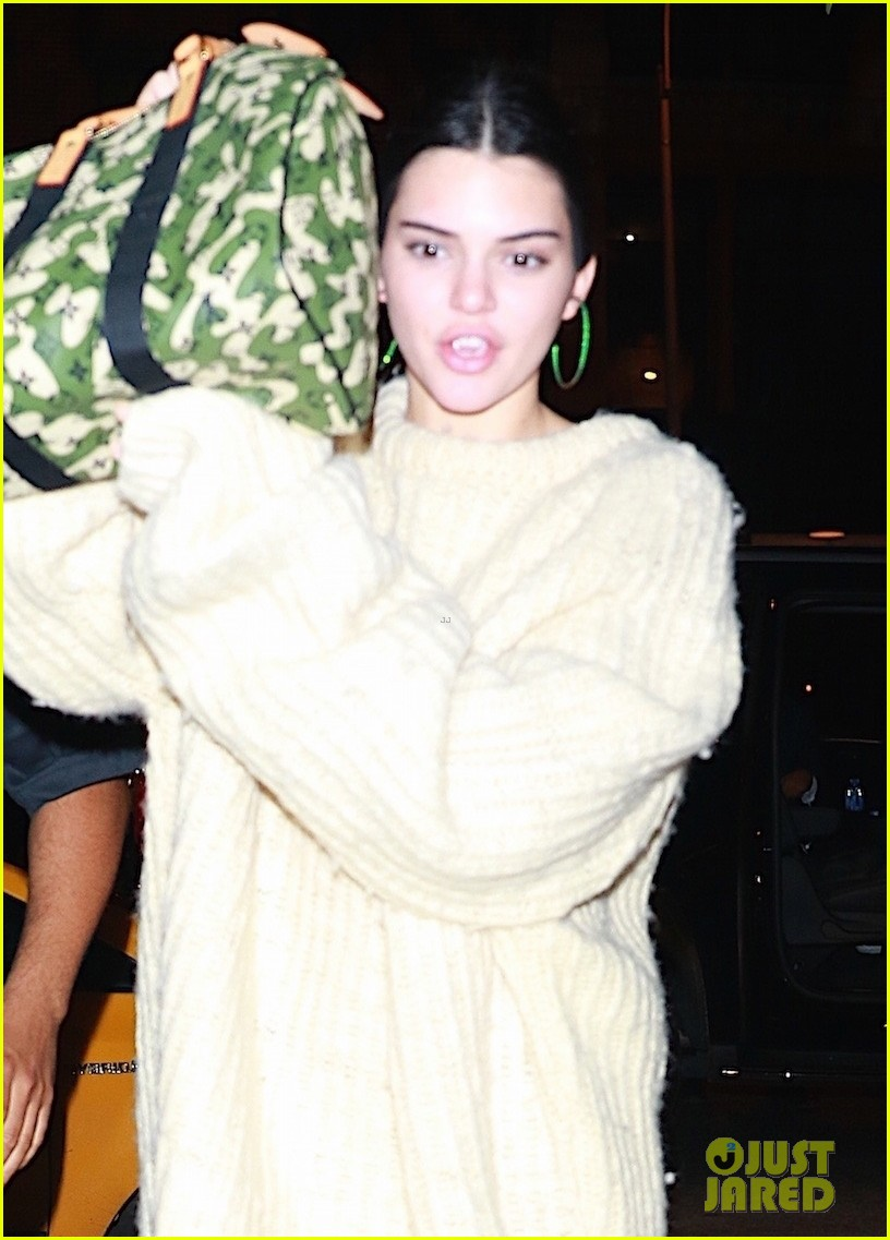 kendall jenner joins blake griffin for night out in nyc 06