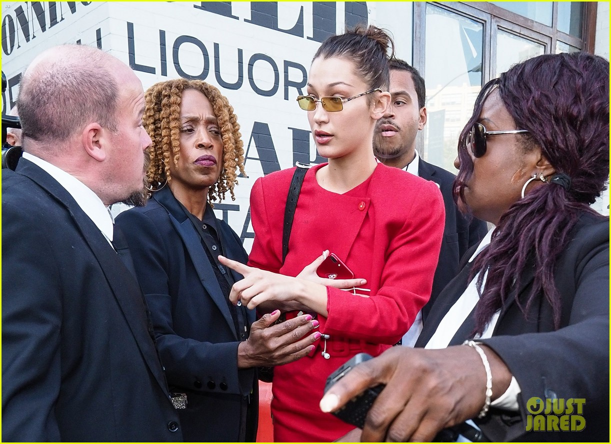 bella hadid defends female paparazzo against her own security guard 08