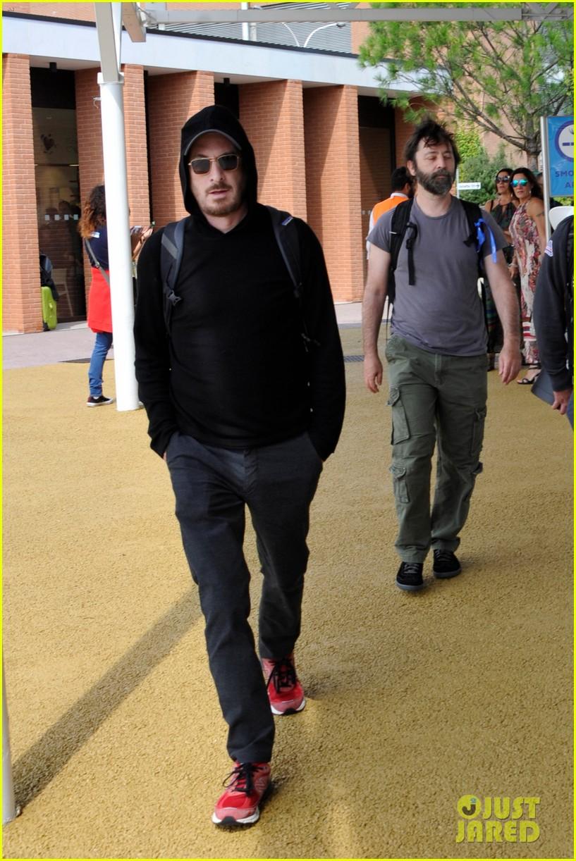 jennifer lawrence arrives for venice film festival with darren aronofsky 07