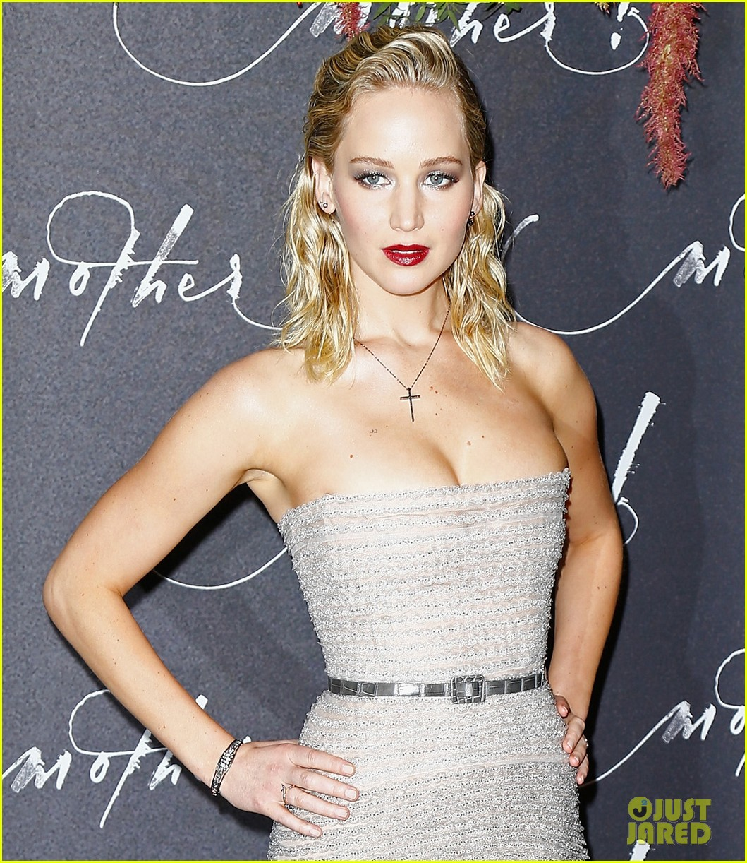 jennifer lawrence mother paris premiere darren aronofsky 02