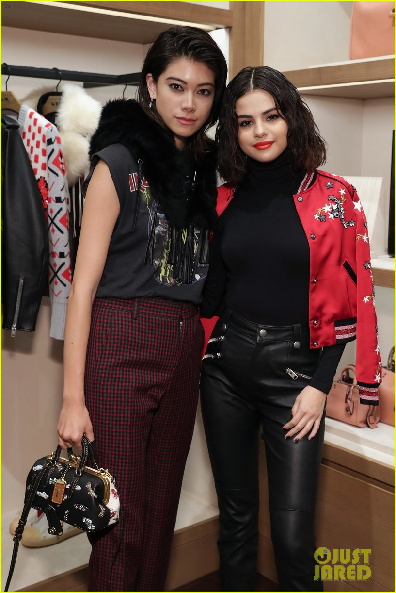 selena gomez coach store appearance 06