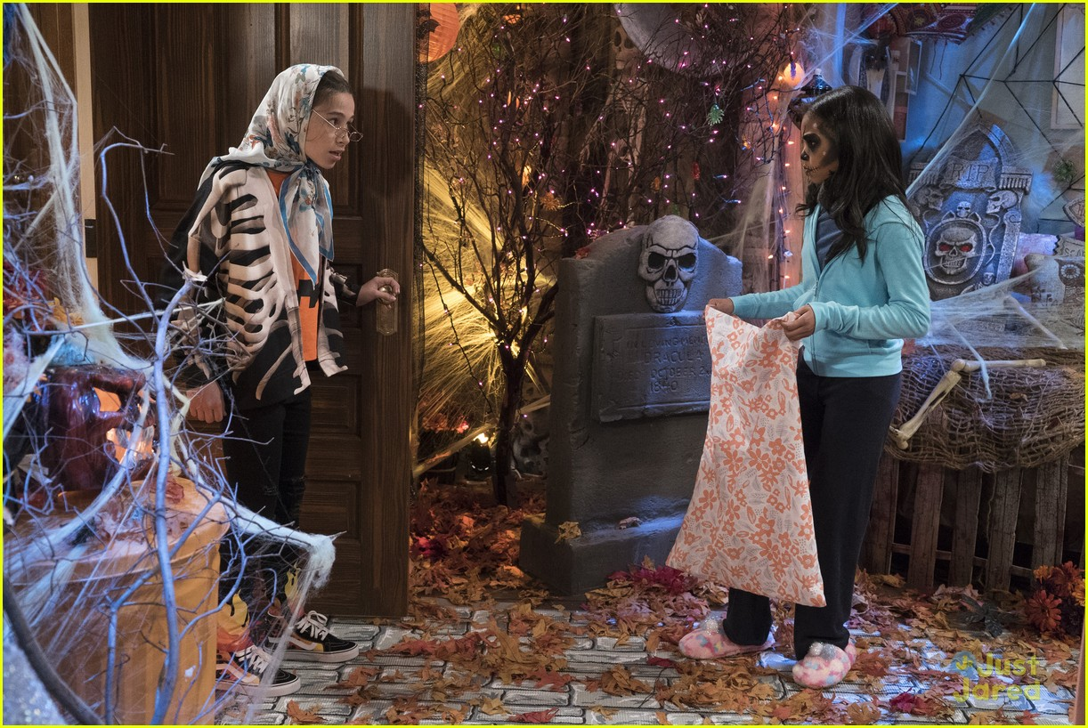 raven home halloween episode excl clip 01