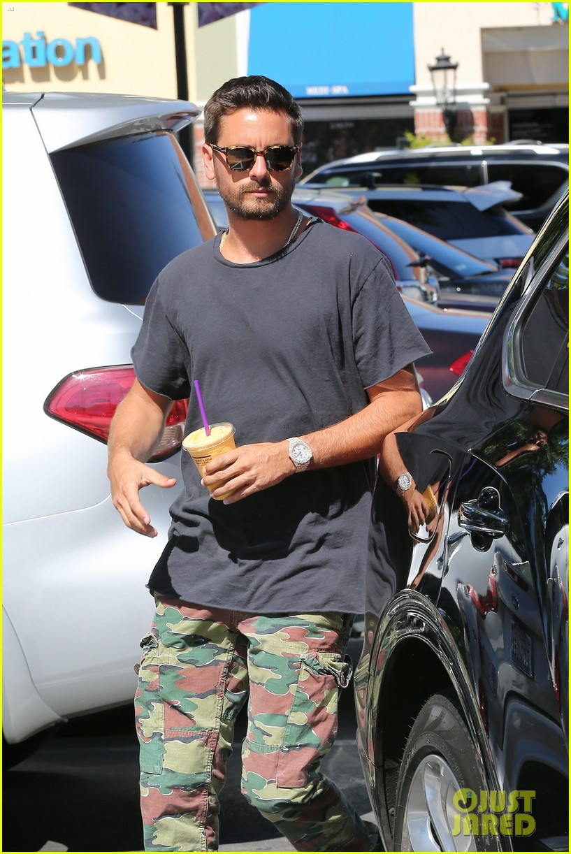 scott disick sofia richie grab coffee before flying out of town 02
