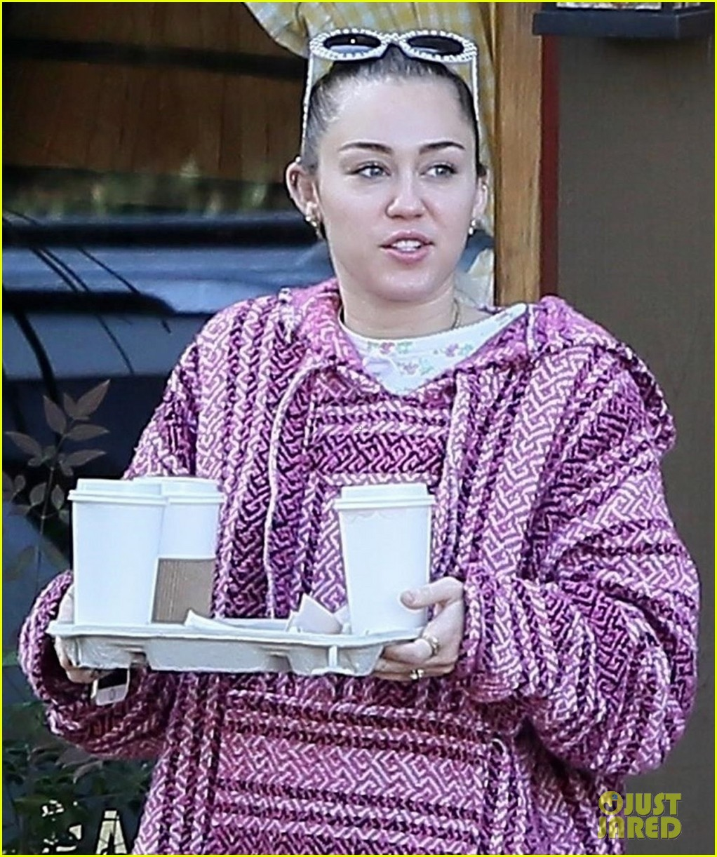 miley cyrus and liam hemsworth couple up coffee run 01