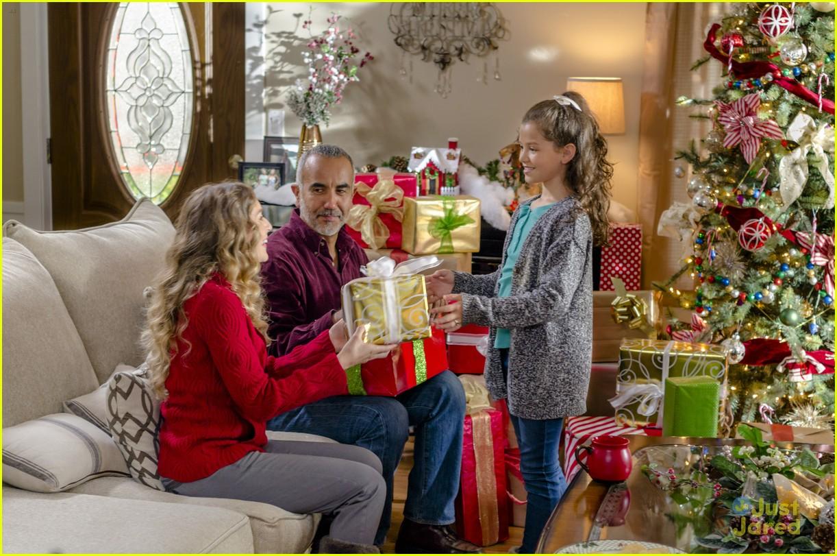 enchanted christmas alexa vega