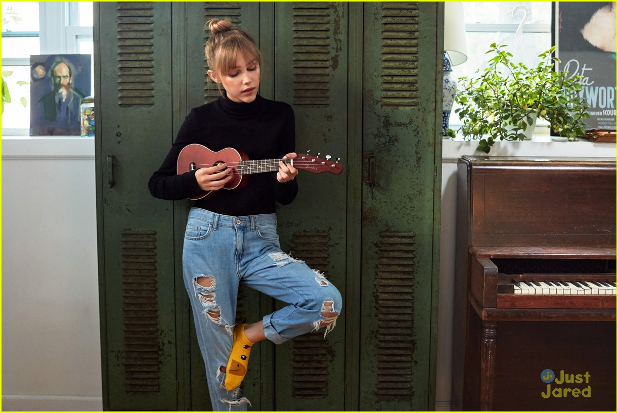 grace vanderwaal joins the fender family will launch new ukulele line next year photo. Black Bedroom Furniture Sets. Home Design Ideas