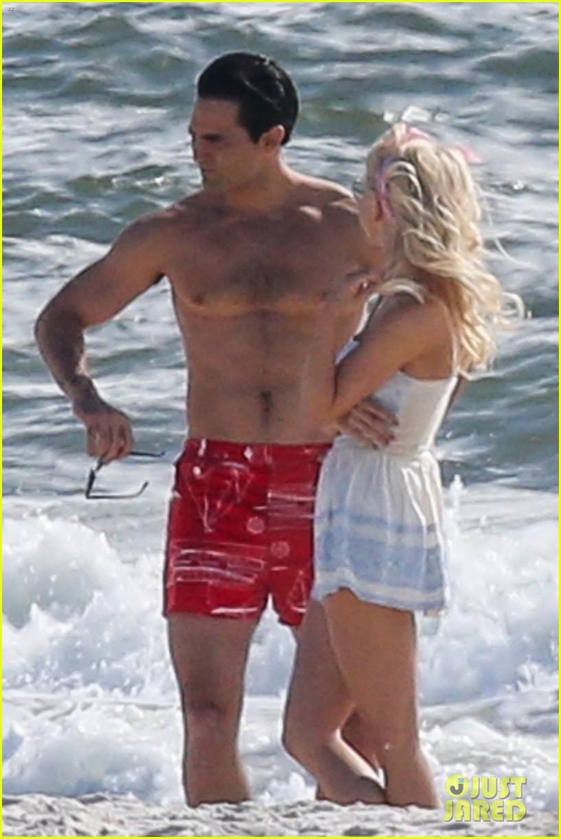 tyler hoechlin julianne hough flaunt cute pda at the beach 05