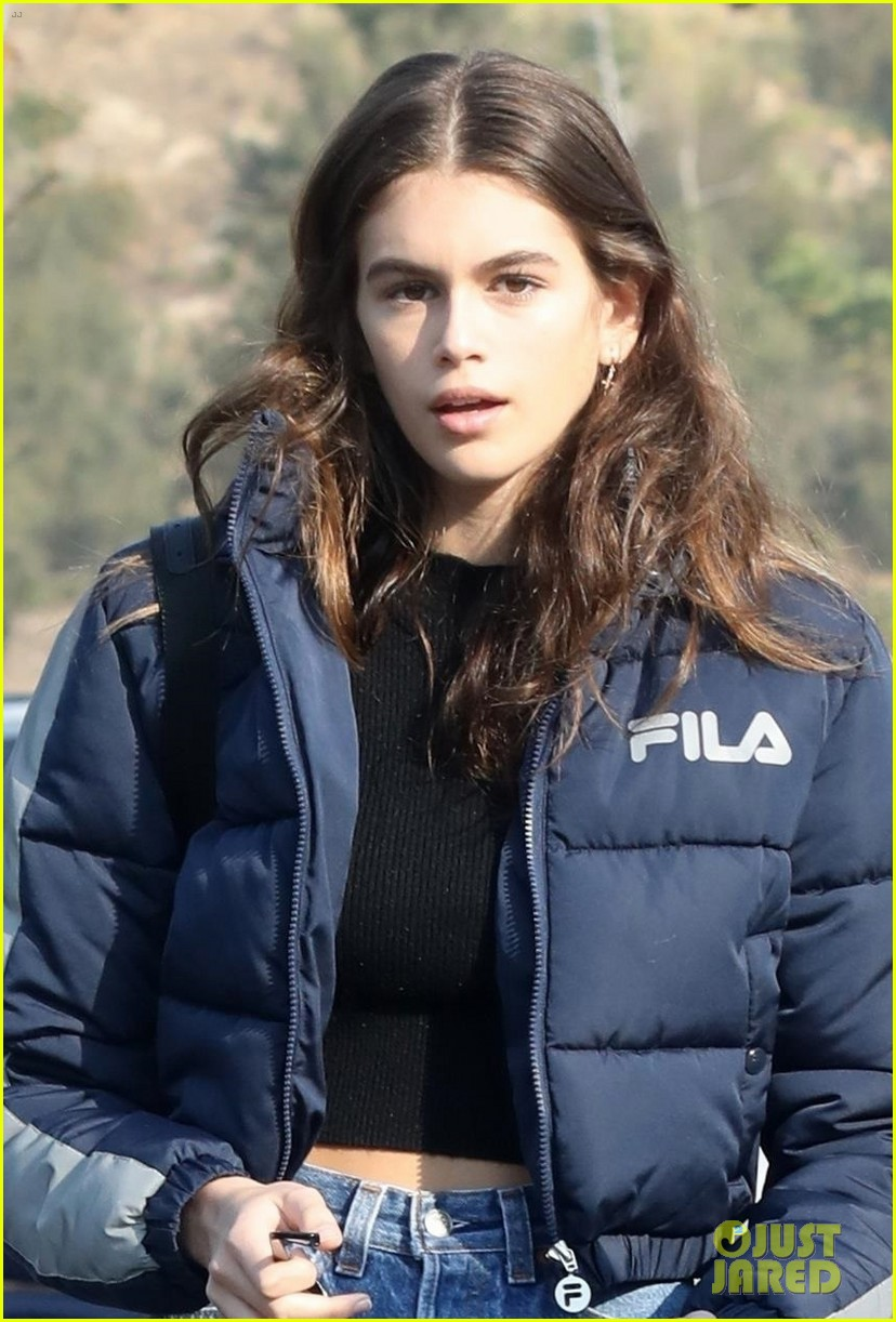 kaia gerber rocks short shorts for afternoon outing 02