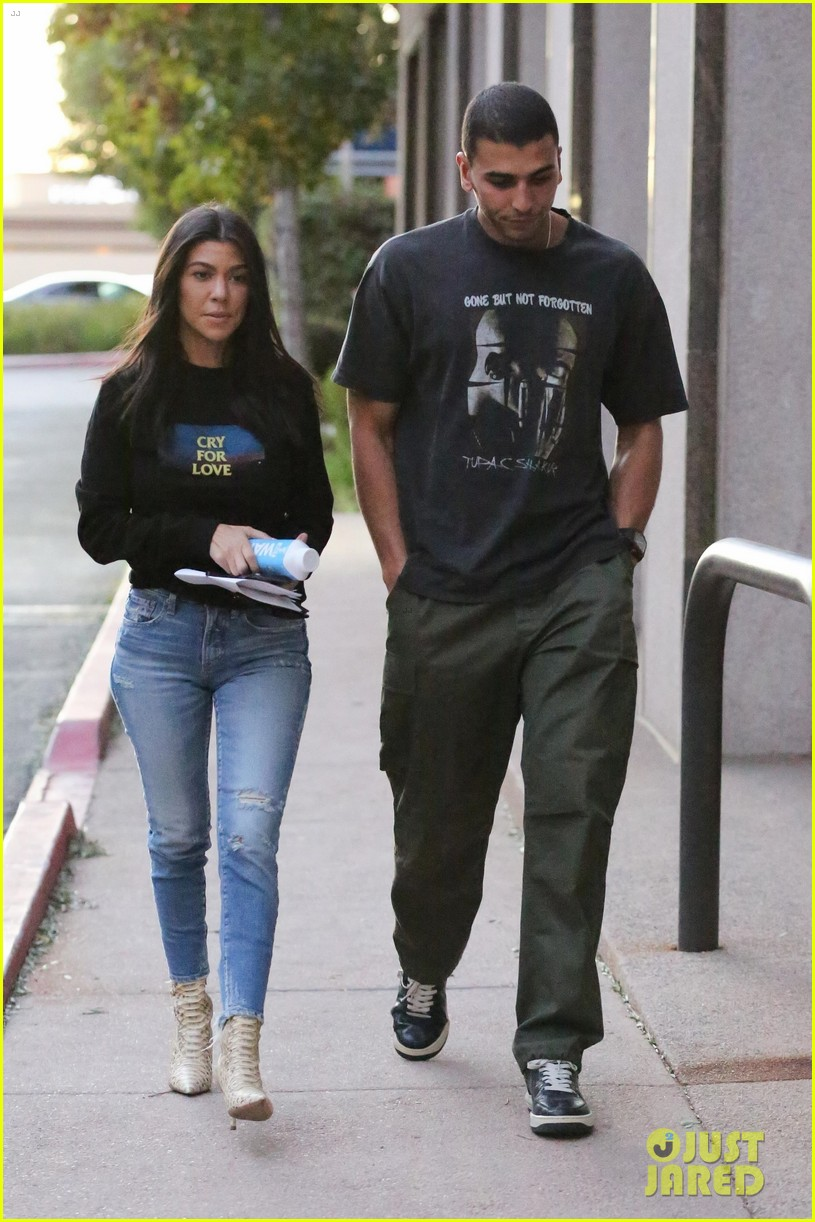 kourtney kardashian and kendall jenner match in denim while out in la 04