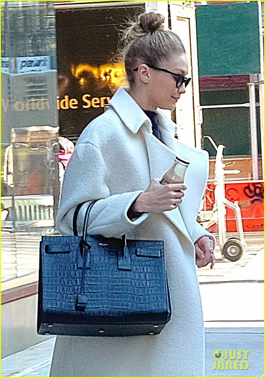 gigi hadid out about nyc 02