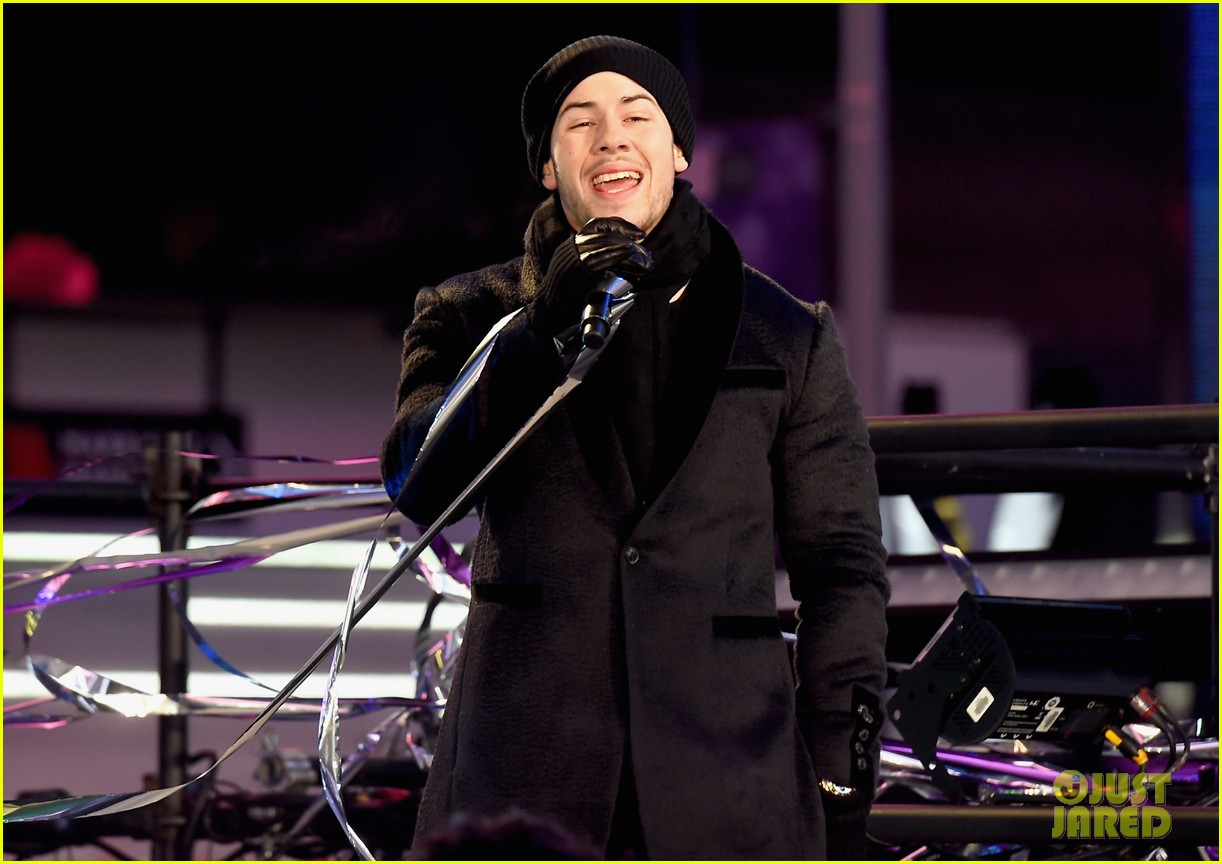 nick jonas joe jonas new years eve 2018 04