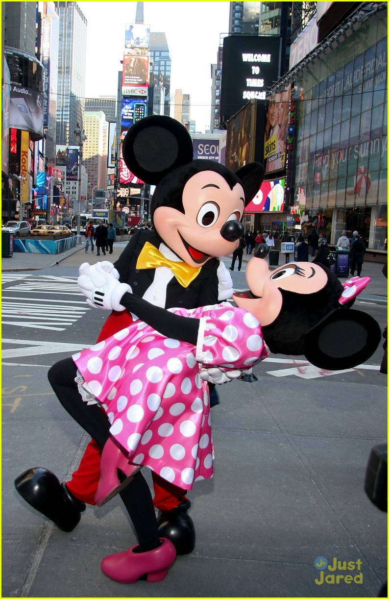 minnie mouse own star walk fame news 01
