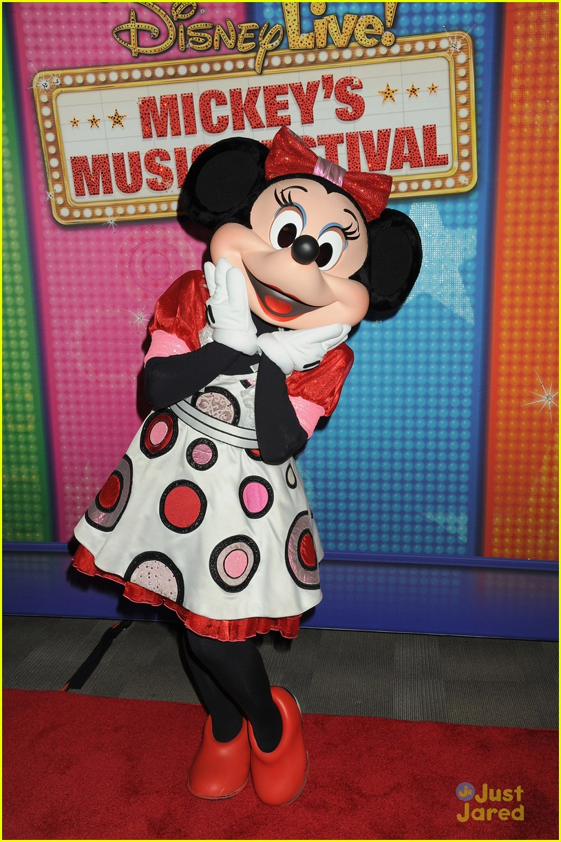 minnie mouse own star walk fame news 03